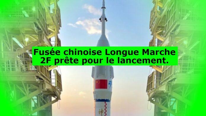 Fusée chinoise Longue Marche 2F prête pour le lancement.